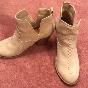 Daisy Fuentes size 8 booties